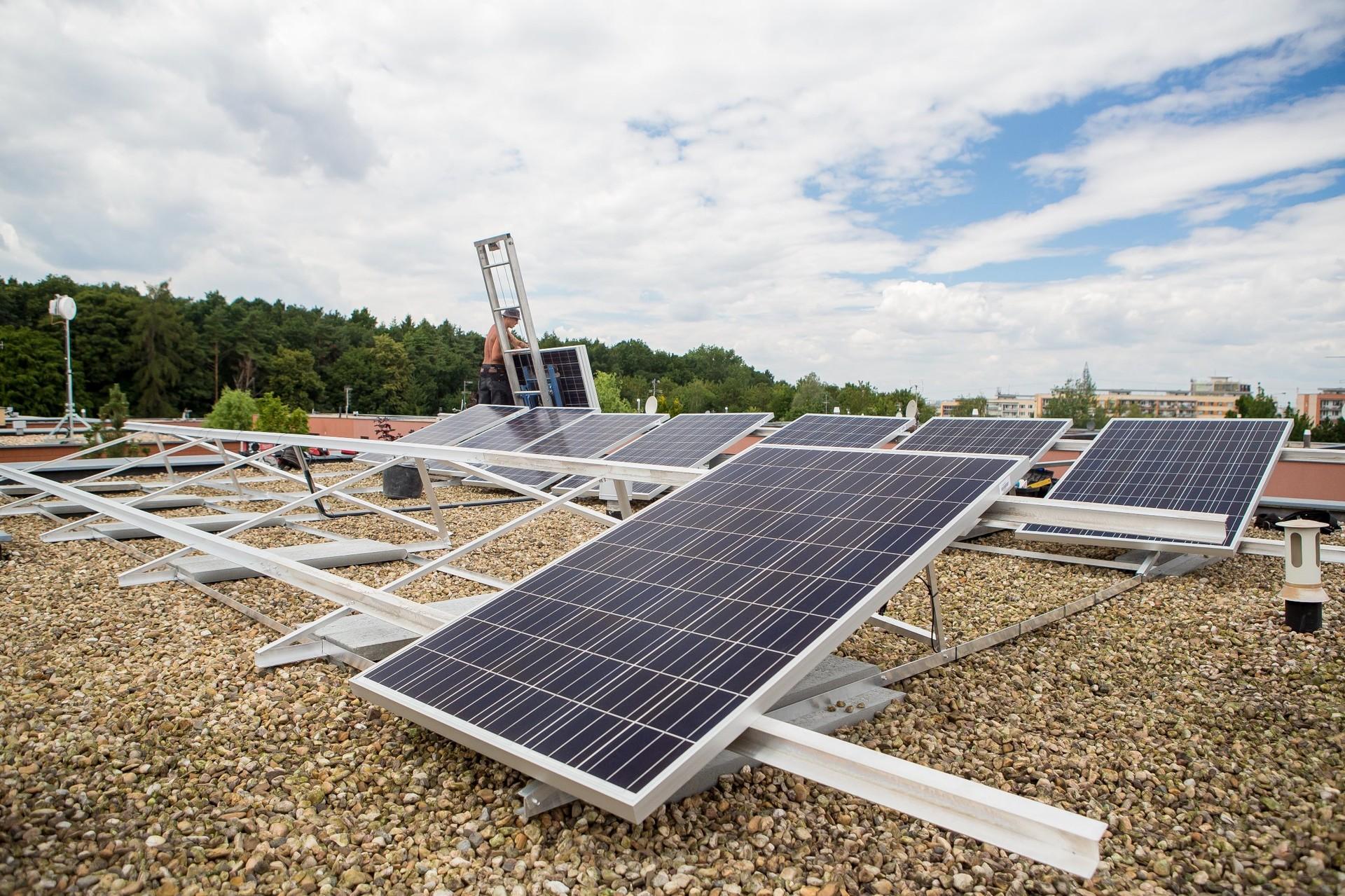 Střešní fotovoltaiky se stávají standardem pro střední třídu